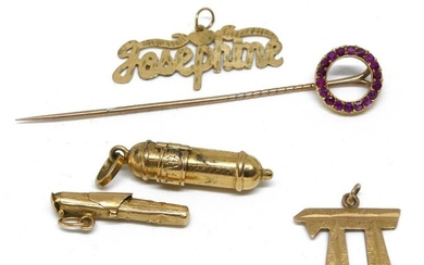 LOT in 14 k gold: pendants and pin. Gross weight 10,9 g