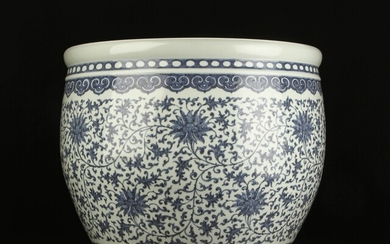 Large Chinese porcelain pot, probably 20th century