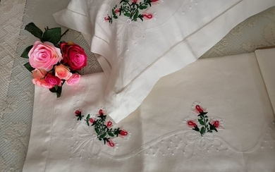Lot consisting of a pure 100% linen double bed sheet with satin stitch handmade embroidery + 2 custom pillows - PILLOWCASES 38 x 78 cm (OLD MEASURE)