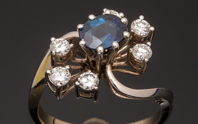 Sapphire ring with brilliant cut diamonds