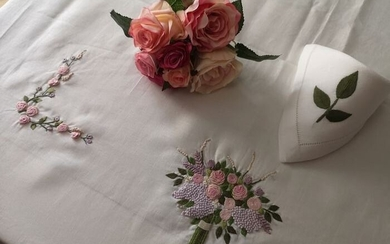 Spectacular tablecloth x 12 in pure linen with handmade bouquet Relief Point embroidery - 270 x 175 cm - Linen - 21st century