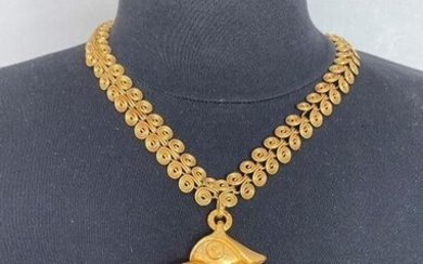 VERONIQUE CHERANICH Paris Gold plated metal necklace with vermiculated links and jasper pendant - signed