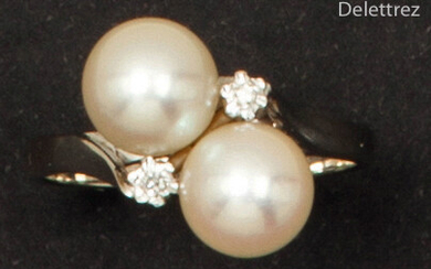 White gold ring, adorned with two cultured pearls...