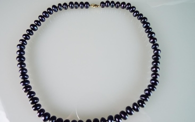16 inch String of Freshwater peacock pearls with 18ct Yellow...