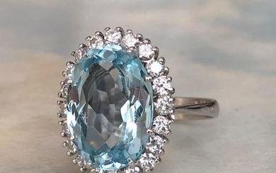 18 kt. White gold ring with 5.00 ct aquamarine and