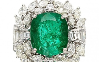 55318: Emerald, Diamond, White Gold Ring The ring cent