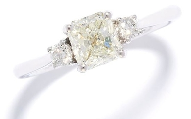 1.00 CARAT DIAMOND RING in 18ct white gold, set with a