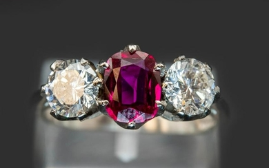 A BURMESE RUBY AND DIAMOND PLATINUM RING, the oval cut