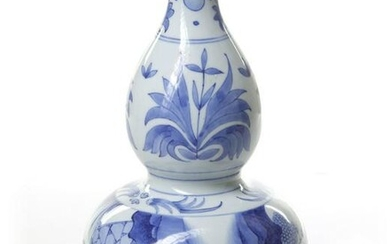 A CHINESE BLUE AND WHITE DOUBLE-GOURD VASE, CHINA