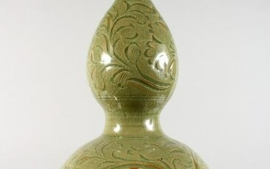 A CHINESE GREEN CELADON DOUBLE GOURD VASE, with incised