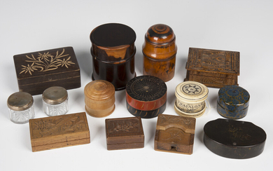 A collection of various boxes, including papier-mâché snuff boxes, turned treen vessel cas