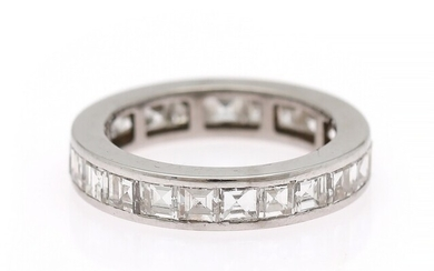 A diamond eternity ring set with numerous carré-cut diamonds, mounted in 18k white gold. W. 3.8 mm. Size 48.