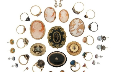 A mixed group of jewellery, including a pair...