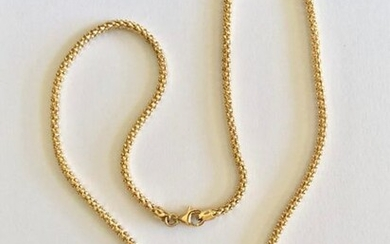 A yellow gold necklace 750 thousandths length 41.5 cm and a gold pendant and cultured pearl, gross weight 12.4 g.