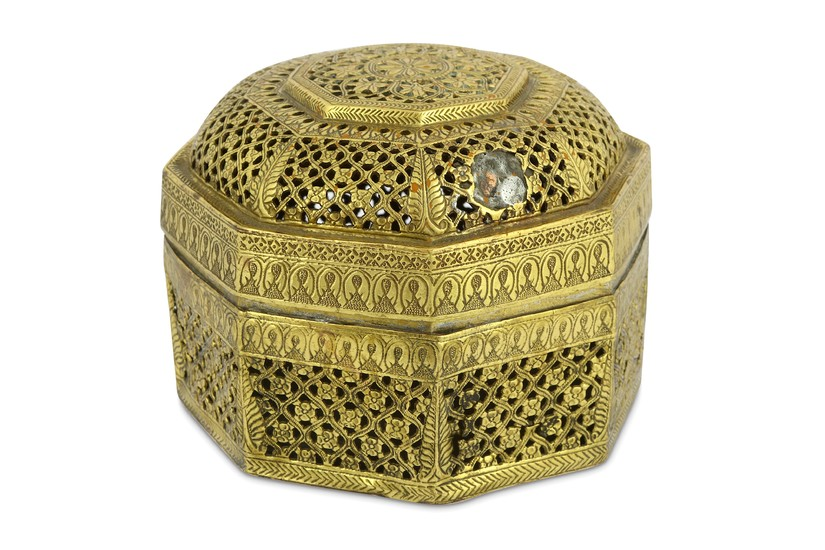 AN OCTAGONAL GILT-BRASS LIDDED SPICE BOX (PANDAN)
