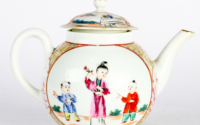Chinese Export Enamelled Porcelain Teapot