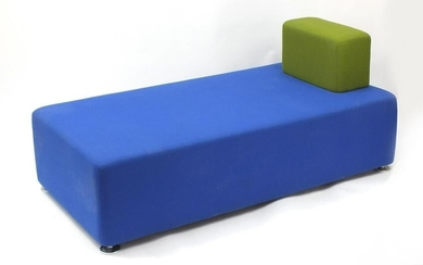 Contemporary French modular settee by Steelcase, 74cm H