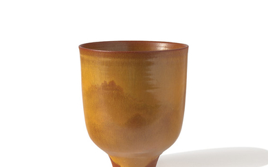 Cylindrical vase with lip