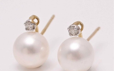 Freshwater pearl earrins in 9k yellow gold with diamonds 0.09ct
