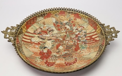 JAPON. Grand plat à décor polychrome de guerriers …