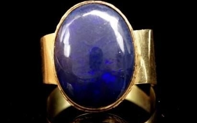 Opal and 14ct yellow gold ring unmarked. Approx weight 5.4 g...