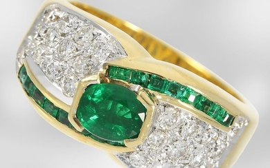 Ring: very decorative emerald/brilliant ring, total approx. 1.74ct,...