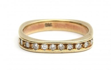 A 14 carat yellow gold half eternity ring set with diamonds. Designed as a square shaped ring featuring ten brilliant cut diamonds at the front of ca. 0.20 ct. in total, ca. G-H, ca. VS. Gross weight: 4.1 g.