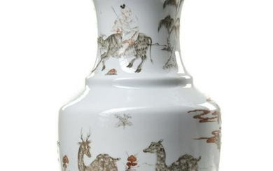 A CHINESE DEER DECORATED PORCELAIN VASE, CHINA, 20TH