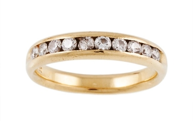 A DIAMOND HALF ETERNITY RING, mounted in 18ct yellow gold, r...