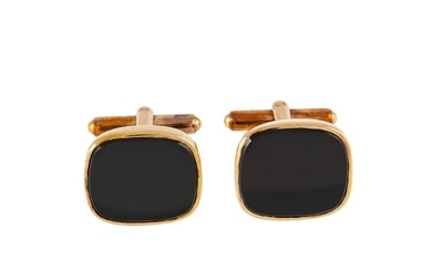 A PAIR OF RECTANGULAR ONYX CUFFLINKS, mounted in 9ct yellow ...