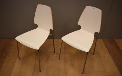 A PAIR OF WHITE TIMBER CHAIRS (88H X 47W X 53D CM)