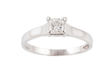 A SOLITAIRE DIAMOND RING, with princess cut diamond of appro...