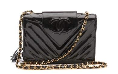 A VINTAGE BAG BY CHANEL