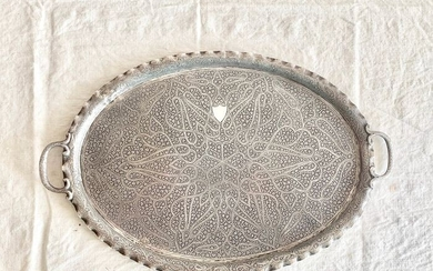 A magnificent Kashmiri silver tray - LARGE -MASSIvE - .925 silver - Indian silversmith- INDIA ( Kashmir )- Late 19th century