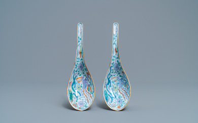 A pair of Chinese doucai 'dragon and phoenix' spoons, Chenghua mark, 19th C.