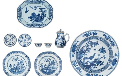 A various lot of Chinese porcelain items, i.e. a blue...