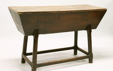 AN 18TH CENTURY ELM DOUGH BIN, of typical form. 4ft