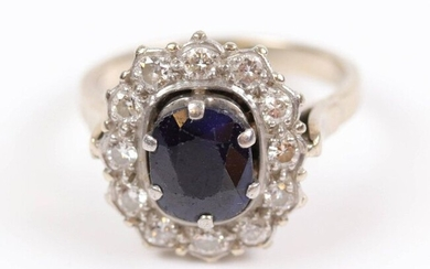 Daisy ring, sapphire centre set in a closed setting (for about 1.5 ct), in a setting of 12 small brilliants, set in white gold (750) and platinum (950). T: 55 cm, Weight: 6.2 gr.