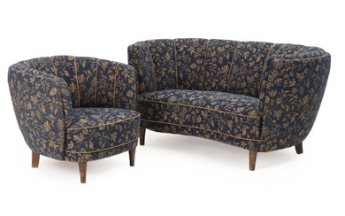 Danish furniture design: Two-seater sofa and easy chair with stained beech legs, upholstered with patterned blue fabric. 1930–40s. L. 155 cm. (2)