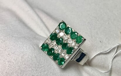 Gold ring 14K with Emerald stones and diamonds