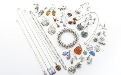 LOT OF STERLING SILVER JEWELLERY