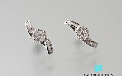 Pair of 750 thousandths white gold helix-shaped earrings...