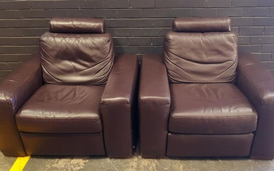 Pair of Leather Modern Lounge Chairs by Natuzzi (h:94 x w:104 x d:96cm)