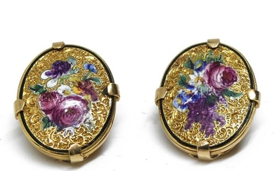 Pair of gold enamelled ear BUTTONS with floral decoration. Gross weight 5,3 g