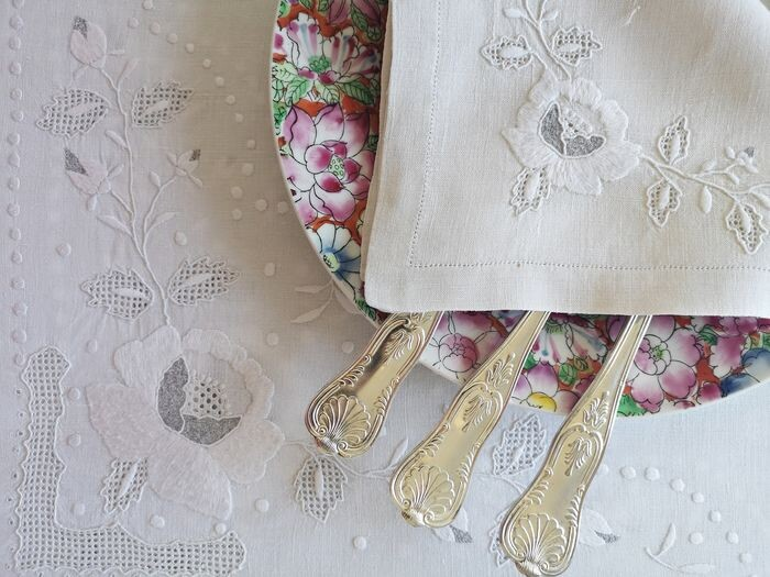 Pure linen tablecloth, tablecloth with 12 matching napkins. Hand embroidery. 195 x 165 cm (13) - Linen - First half 20th century