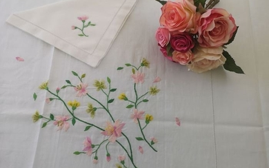 Spectacular 12x linen table cloth with hand stitch embroidery - Linen - After 2000