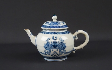 (-), blauw/wit Chinees porseleinen Chine-de-commande trekpot met decor...