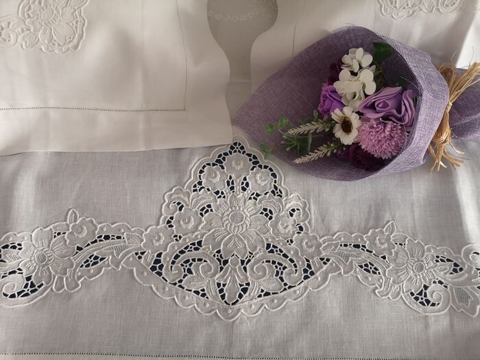 double bed sheet in 100% pure linen with intaglio embroidery and full stitch - Linen - After 2000