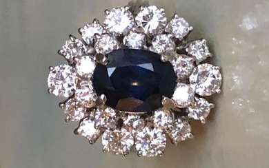 18 kt. White gold Ring with approx 2.10 ct Sapphire and