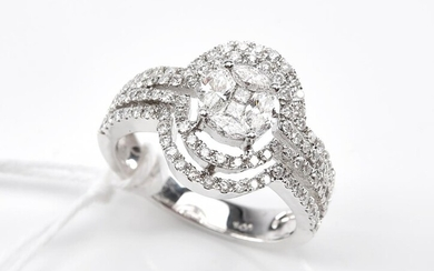 A DIAMOND DRESS RING TOTALLING 1.00CT, IN 18CT WHTE GOLD, SIZE M, 6GMS